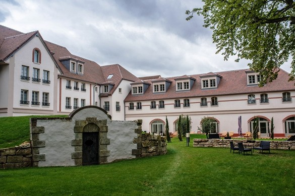 Castel maintenon hotel restaurant spa - exterior