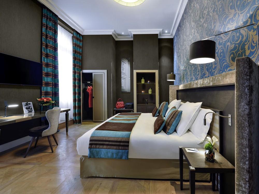 La cour des consuls h tel and spa salle s minaire for Salle de bain hotel 5 etoiles