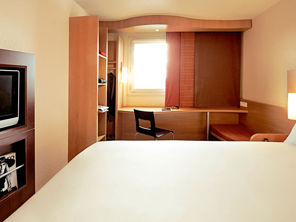 ibis pontarlier salle s minaire besan on 25. Black Bedroom Furniture Sets. Home Design Ideas