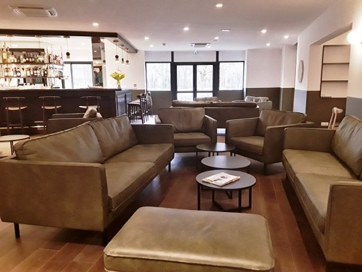 Domaine de charmeil - golf hotel grenoble - lounge bar en cuña