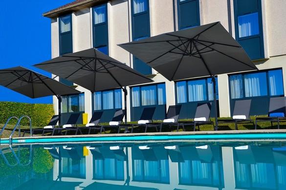 Domaine de charmeil - golf hotel grenoble - piscina del hotel