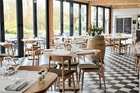 Domaine de charmeil - Golf Hotel Grenoble - Restaurant Veranda Seite