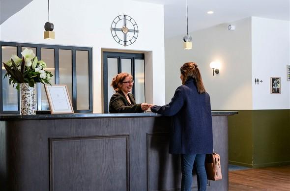 Domaine de charmeil - Golfhotel grenoble - Hotelrezeption