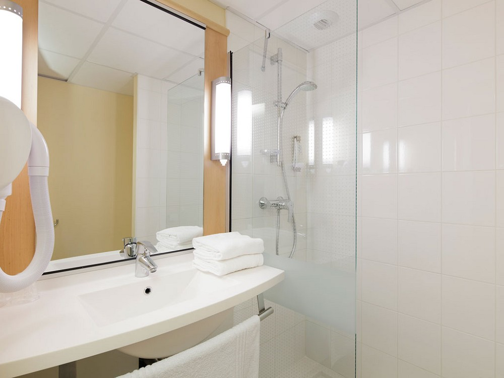 Ibis guingamp salle s minaire saint brieuc 22 - Salle de bain saint brieuc ...