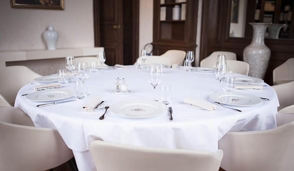 Ferrières Castle - table