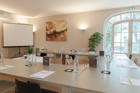 Bégude saint-pierre - pont du gard lounge, 75m2 meeting room