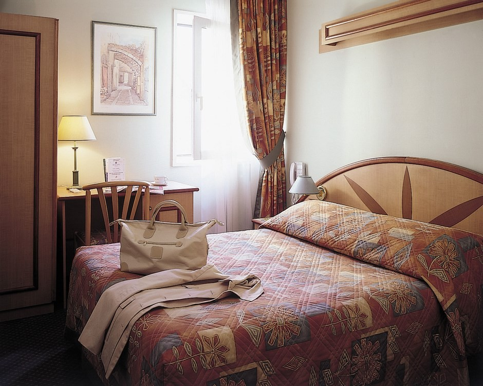 H tel median geneve a roport salle s minaire bourg en for Chambre geneve