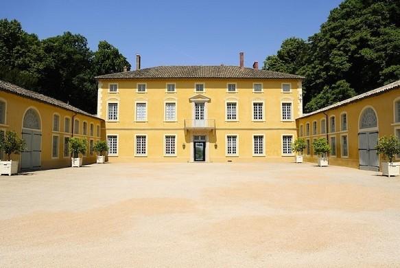 Castle chavagneux - court