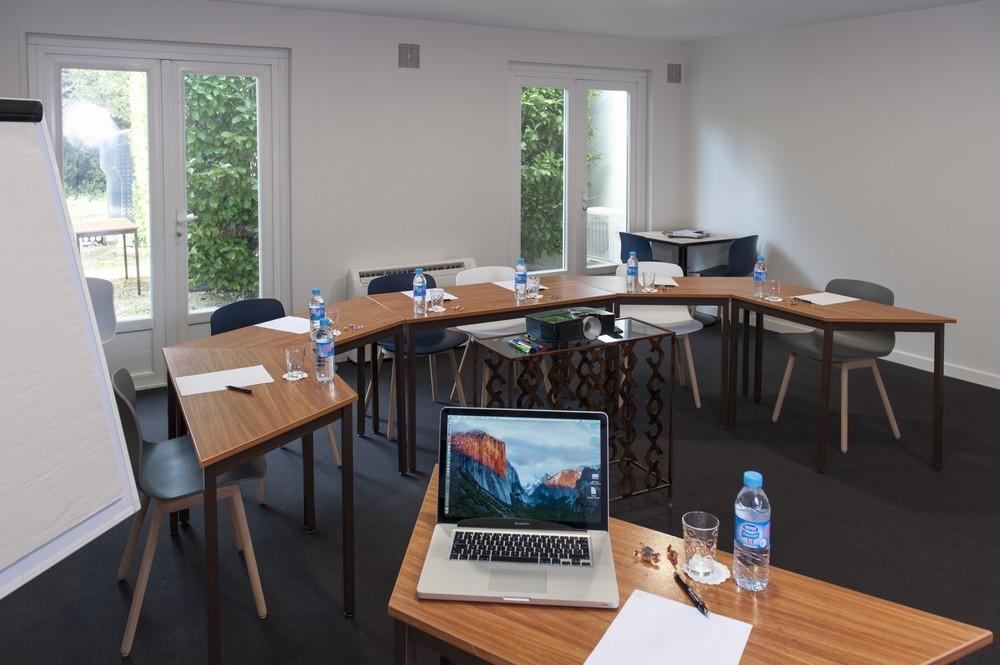 Brit Hotel Avignon Sud  Le Calendal   Salle S U00e9minaire