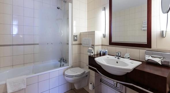 Kyriad prestige clermont - bathroom