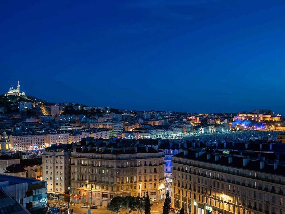 Hotel De Ville Du Vieux Port By Night