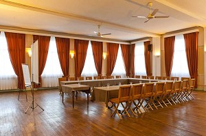 O restaurante do Hotel Le Cheval Rouge - sala de seminários