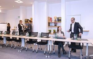 Sala de seminarios equipada y confortable.