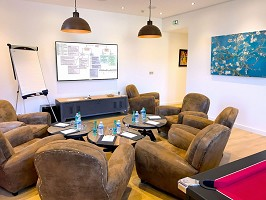 Lounge to accommodate the most intimate meetings up to 10 people