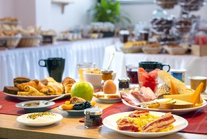 Breakfast buffet type brunch