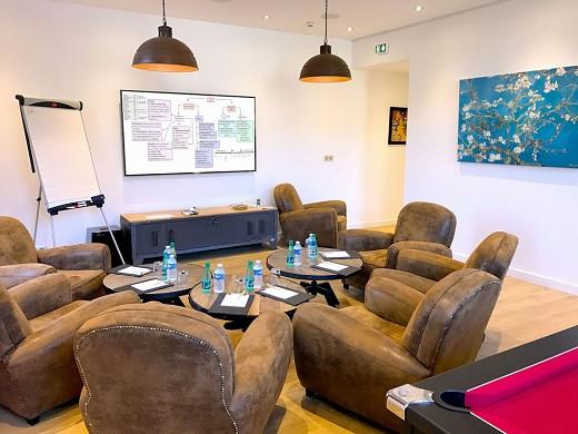 Impresionistas verdes: sala de estar para dar cabida a las reuniones más íntimas de hasta 10