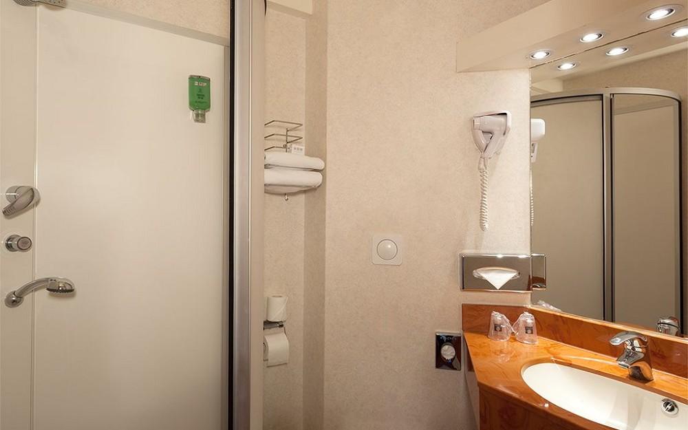 aeroporto Comfort Hotel CDG - bagno