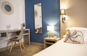 Comfort room port side