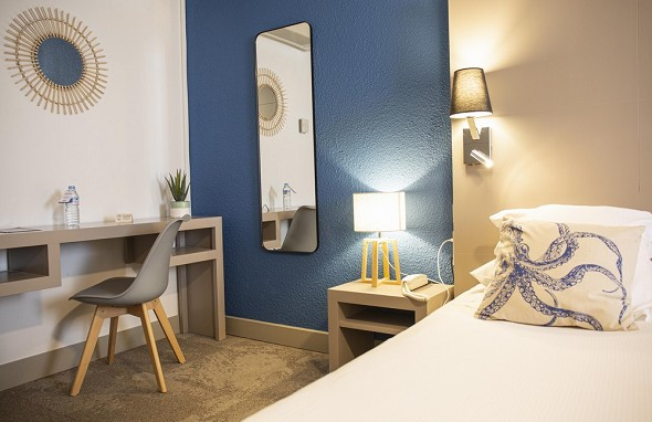 Hotel port marine - comfort room port side