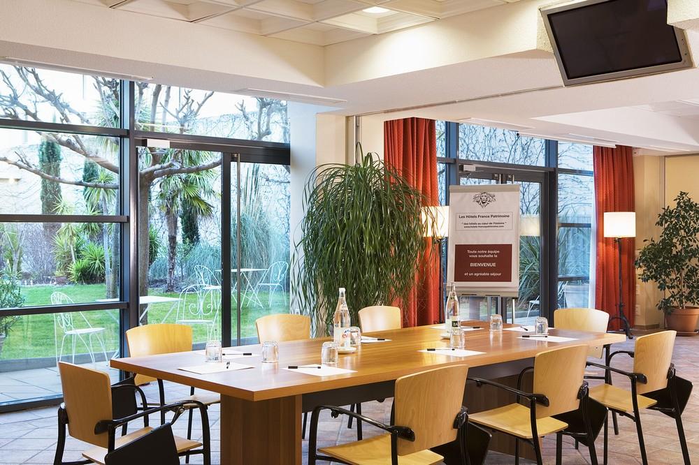 Salon Calixte and Clément - Avignon Grand Hotel