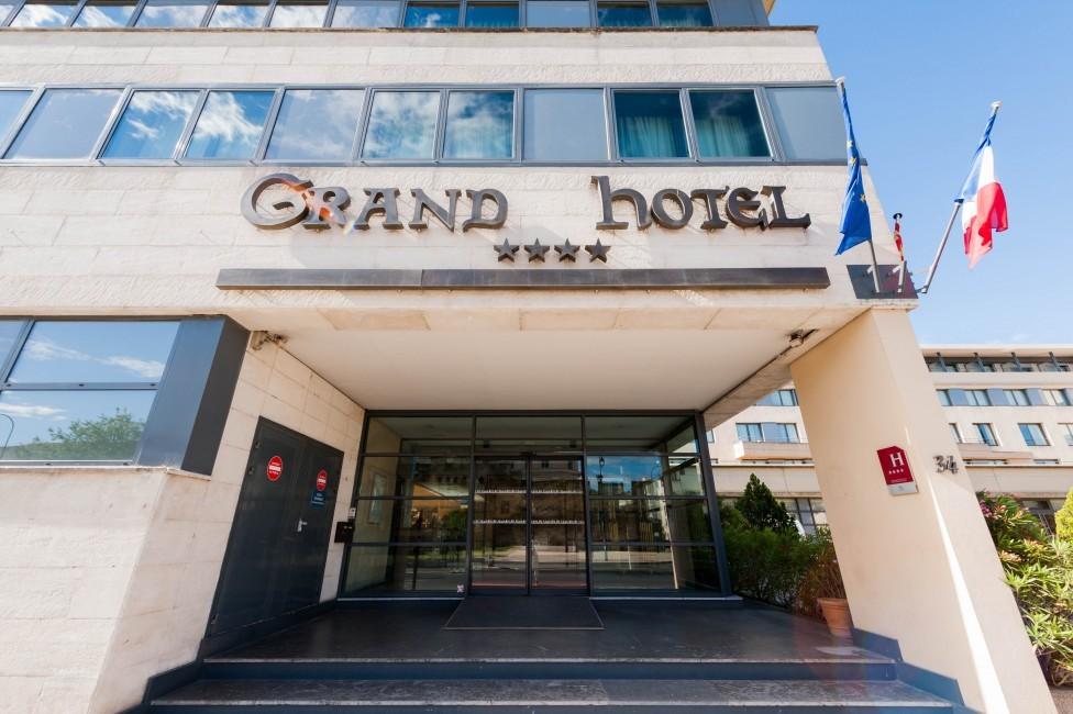 Grand hotel di Avignone - reception dell'hotel