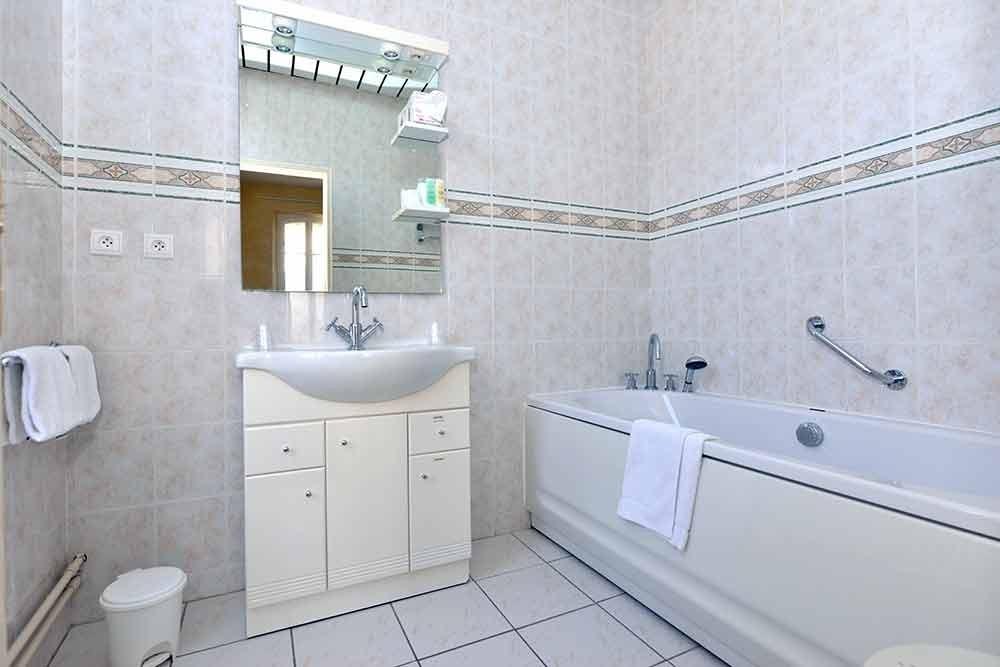 H tel castel jeanson salle s minaire ch lons en - Configuration salle de bain ...