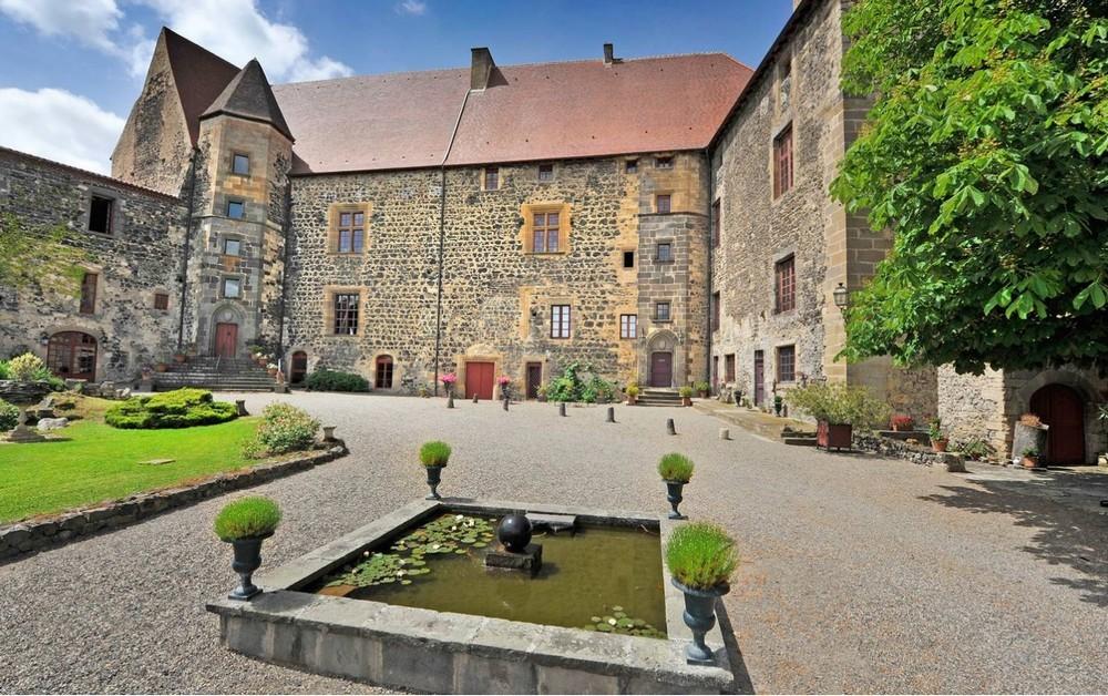 Castello Reale di Saint Saturnin - corte