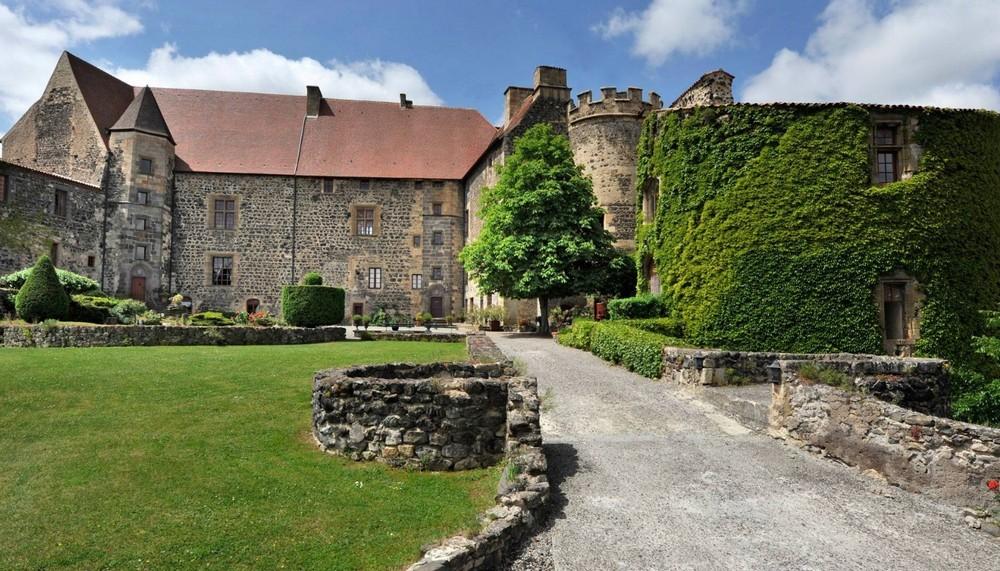 Castello reale di san saturnin - fuori dal castello