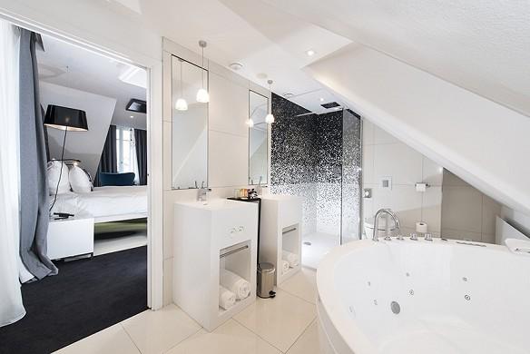 Vertigo Hotel - bathroom