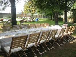 Your lunches in our gardens, facing the swimming pool
