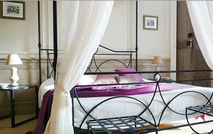 El dormitorio de la suite Grenache, en el edificio histórico.