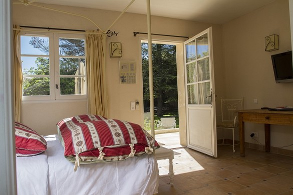 Domaine des escaunes - comfort room in the new small building, in front of the gardens