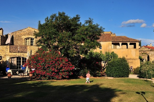 Domaine des escaunes - a façade of the estate