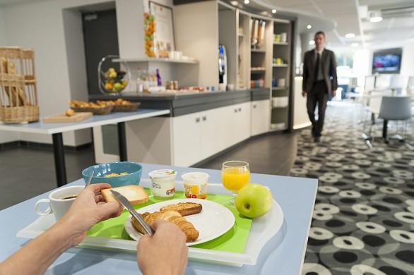 Brit hotel mâcon centre station - servicio de mesa