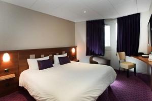 Gemütliches Zimmer mit Doppelbett