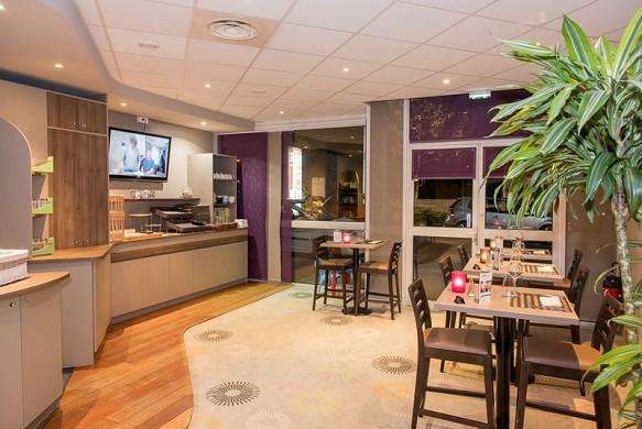Brit Hotel Tours Sud - Restaurant mit Frühstücksbuffet