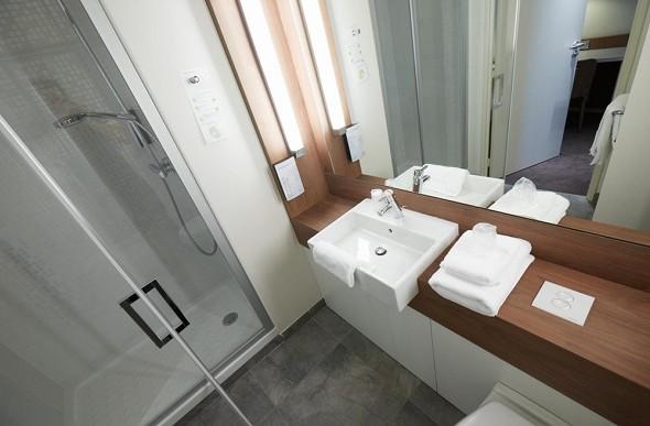 Campanile Annemasse station center - bathroom