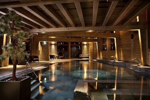 Swimming pool night eludovicdiorio