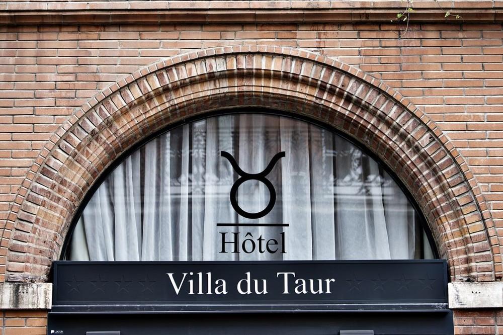 Villa du taur - sign