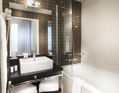 Hipark by adagio serris - val d'europe - bathroom