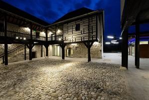Der Hof der Abtei - Am Abend