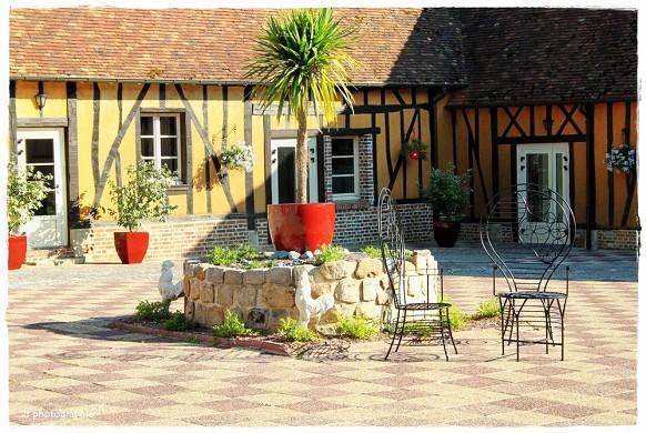 The Pré Marie de Ons-en-Bray - the courtyard