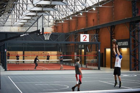 Der andere Fabrikplatz für den Aufbau von Sportmannschaften