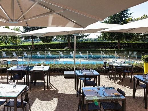 Novotel saint-quentin en yvelines - piscina