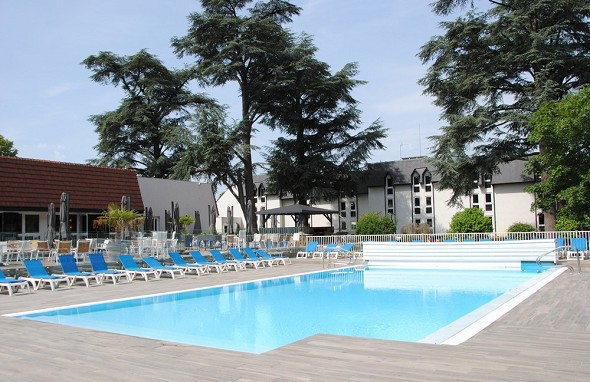 Mercure country house parc du coudray - outdoor swimming pool
