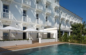 Grand Hotel des Sablettes-Plage - Davanti all'hotel