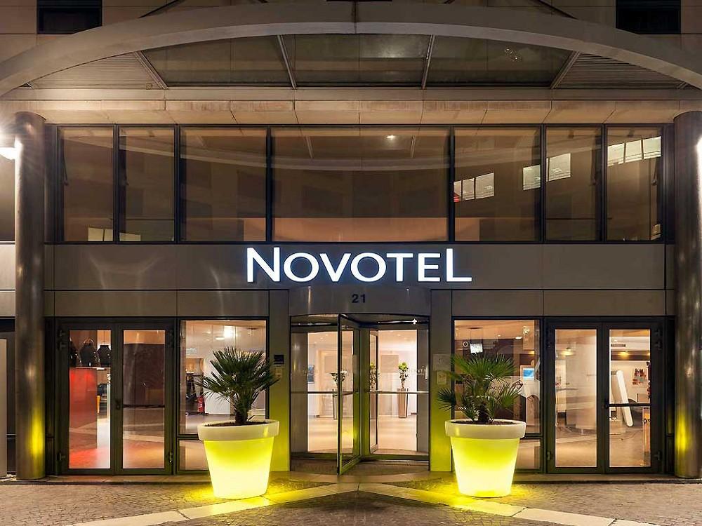 Novotel paris rueil malmaison salle s minaire la d fense for Parking exterieur paris
