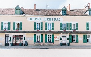 Le Central Boussac - Front of the hotel