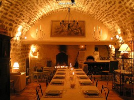 Der Alte Aiglun - Großer Gewölberaum für Mahlzeiten, Seminar, Praktikum, mit angrenzender Küche.