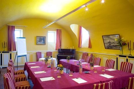 Château de beaulieu hotel restaurant and spa - meeting room